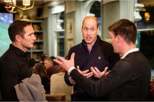 HLV Frank Lampard cùng Hoàng tử Anh William xem ĐT Anh thi đấu trong quán bar