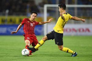 HLV Tan Cheng Hoe cho rằng cỏ sân Mỹ Đình hơi dài là nguyên nhân khiến Malaysia chơi không tốt