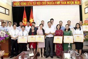 Huyện Gia Lâm khen thưởng 15 doanh nghiệp có nhiều đóng góp cho Huyện
