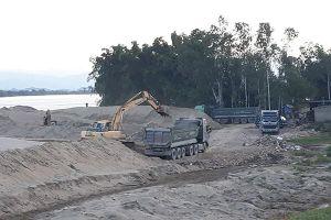 Loay hoay với nạn khai thác cát trái phép