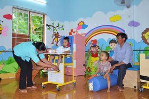 Medipeace trao dụng cụ trợ giúp phục hồi chức năng cho trẻ khuyết tật tại Quảng Trị