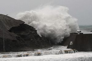 Lo vỡ đập do siêu bão, hàng triệu người dân Nhật Bản phải sơ tán