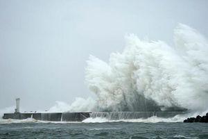 Tơi bời với siêu bão Hagibis, Nhật còn rung chuyển trong động đất