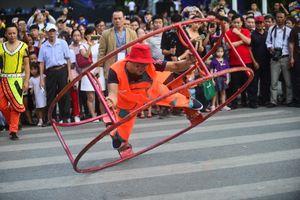 Gần 200 nghệ sỹ xiếc của quốc tế và Việt Nam biểu diễn tại phố đi bộ Hồ Hoàn Kiếm