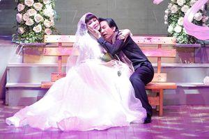 Kim Tử Long làm lễ cưới với Ngọc Huyền trên sân khấu Hà Nội