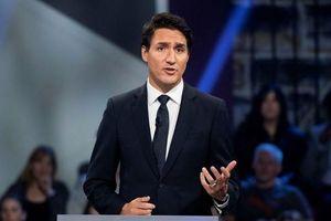 Thủ tướng Canada Justin Trudeau mặc áo chống đạn khi vận động tranh cử