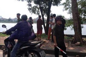 Hà Nội: Đi tập thể dục, người dân hoảng hồn phát hiện thi thể nam giới dưới hồ Linh Đàm