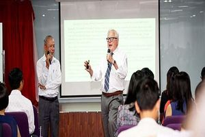 Giáo sư James Riedel hỗ trợ Đại học Hoa Sen nâng cao chất lượng học thuật