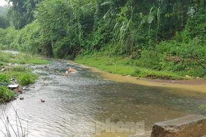 Hà Nội khốn khổ vì nước: Nước đầu nguồn nước sông Đà nhiễm dầu thải?