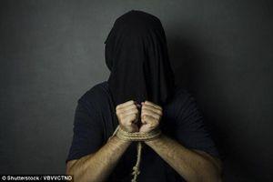 Vợ cũ hợp lực cùng bồ nhí của chồng bắt cóc, đánh đập chồng trả thù