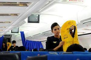 Ăn cắp áo phao trên máy bay, nữ hành khách nộp phạt 8,5 triệu đồng