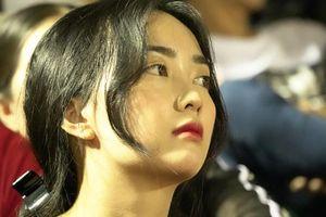 Bạn gái Hà Đức Chinh khoe sắc trong ngày người yêu ghi bàn