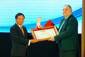 Việt Nam trao tặng Huân chương Hữu nghị cho Đại học tổng hợp quốc gia Pyatigorsk (Nga)