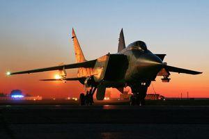 Xem màn xuất kích 'xé nát bầu trời đêm' của tiêm kích đánh chặn MiG-31BM