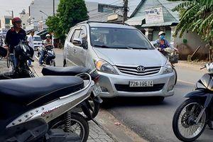 Bình Dương: Cảnh sát hình sự bắn thủng lốp ô tô, trấn áp nhóm côn đồ manh động