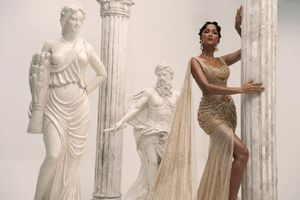 H'Hen Niê biến hóa thành nữ thần Hy Lạp