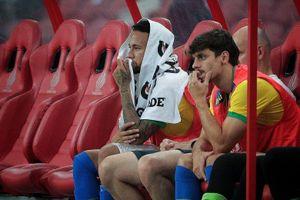 Sợ giống Ronaldo, Neymar ra sân 11 phút rồi… nghỉ
