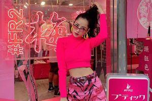 Chi Pu diện cây hồng neon khoe eo thon, Sun HT mặc áo khoét ngực sâu