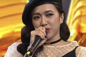 Diệu Nhi hát chế lời 'Người tình mùa đông' ở chợ đêm Hàn Quốc