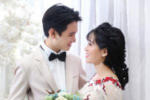 Yêu và cưới chồng kém 10 tuổi nhờ bình luận dạo trên mạng