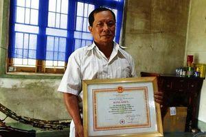 Cảm phục người đàn ông 55 tuổi nửa đêm vẫn tới bệnh viện hiến máu cứu người