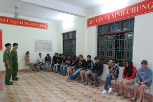 Hơn 30 nam thanh nữ tú bị bắt vì tham gia 'tiệc ma túy'