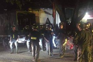 Hà Nội: Nam thanh niên chém chết hàng xóm rồi cố thủ trong nhà