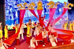 Sôi nổi Hội diễn 'Tiếng hát cán bộ quản lý và giáo viên' quận Long Biên