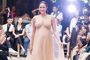 Siêu mẫu Phương Mai mang bụng bầu 8 tháng catwalk trong show 'I'm Going' của NTK Hà Duy