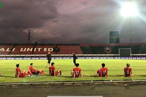 Đội tuyển Việt Nam tập làm quen trên sân chính trước ngày đấu Indonesia