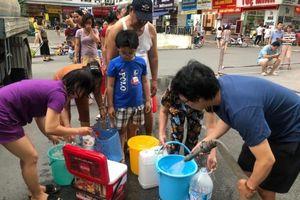 Nước có mùi lạ: Nhiều trường học mua nước đóng bình nấu ăn