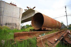 Công trường cầu Nam Lý bị bỏ hoang, chiếm hết đường ở phía đông TP.HCM