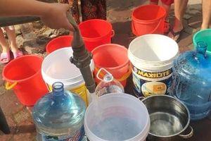 Nước sạch bốc mùi lạ: Cặn dầu bẩn, lời cạn kiệt