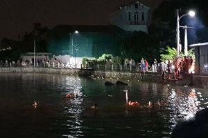 Lật thuyền vịt trên hồ nước, 2 bé gái tử vong