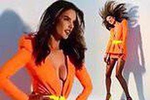 Ảnh hậu trường nóng bỏng của mỹ nhân áo tắm Alessandra Ambrosio
