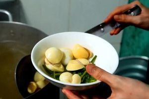 Quán hủ tiếu trứng cuộn có 300 khách mỗi ngày