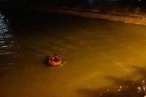 Nghệ An: Tìm kiếm người đàn ông nghi nhảy cầu Bến Thủy tự tử