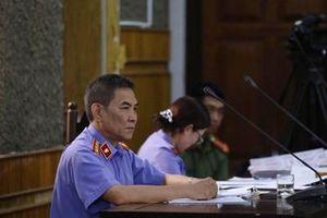 Xét xử gian lận thi cử tại Sơn La: 6 nhân chứng bị buộc dẫn giải đến tòa
