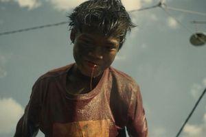 Chưa được duyệt trong nước nhưng đoạt giải thưởng ở nước ngoài, phim 'Ròm' bị phạt 40 triệu đồng