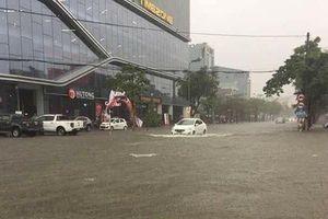 Mưa lớn kéo dài, thành Vinh 'thất thủ' trong biển nước