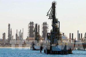 Giá dầu thế giới giảm khoảng 2%