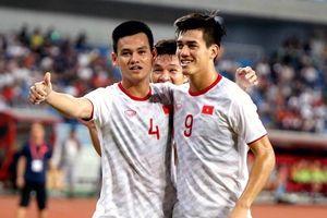 CĐV Việt Nam phấn khích khi đội nhà nằm chung bảng với Thái Lan