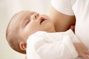 Trẻ nhỏ thở khò khè là dấu hiệu của bệnh gì?