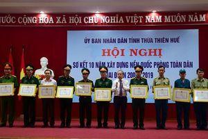 Khen thưởng các tập thể, cá nhân về thành tích xây dựng nền quốc phòng toàn dân