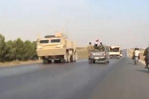 Lính Mỹ đang rút khỏi thị trấn thì gặp quân đội Syria tiến vào