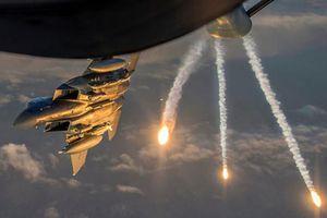 Mỹ tung Apache vì đặc nhiệm bị lính 'côn đồ' thân TNK áp sát