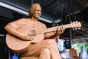 Dựng tượng nghệ thuật nhạc sĩ Trịnh Công Sơn bên bờ biển Quy Nhơn: Cân nhắc tỷ lệ cơ thể vì nhạc sĩ là người nhỏ, gầy...