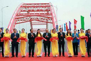 Thủ tướng Nguyễn Xuân Phúc dự tổng kết 10 năm xây dựng nông thôn mới tại Hải Phòng