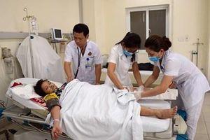 Ở nơi cấp cứu ban đầu của Bệnh viện Quân y 354