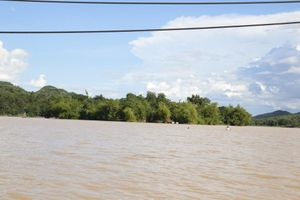 Mưa lớn khiến nhiều địa phương ở Nghệ An bị chia cắt